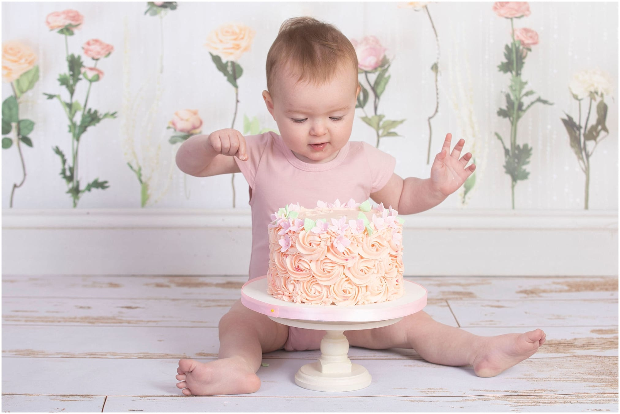 A Floral Cake Smash …. Is this not the cutest theme?